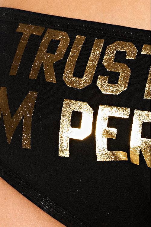Černé bokové kalhotky se zlatým nápisem