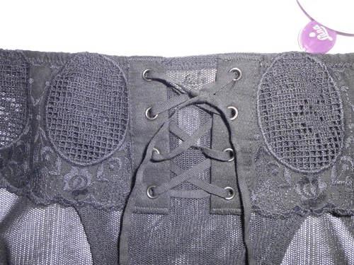 Šněrovačka na předním díle kalhotek