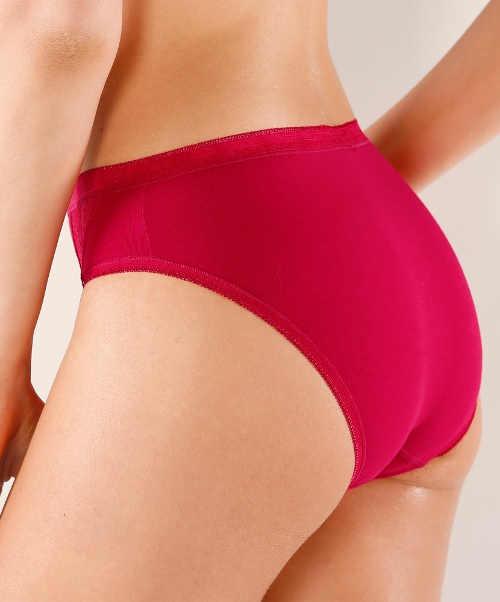 Červené bavlněné kalhotky klasického střihu