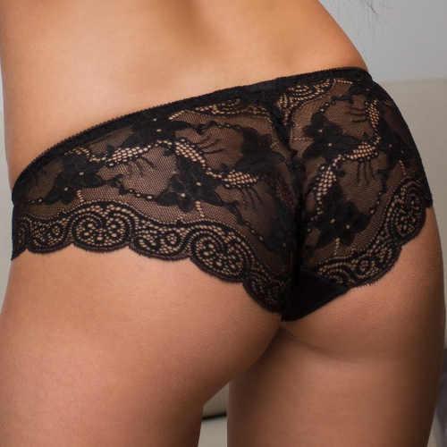 Černé krajkové kalhotky s formujícím svislým švem na zadečku