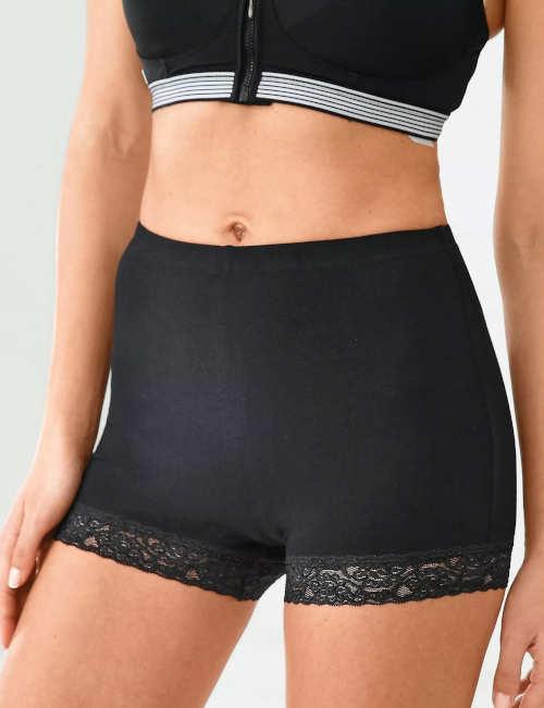 Černé kraťasové dámské kalhotky s krajkovými nohavičkami