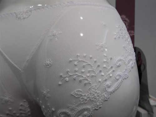 bílé luxusní krajkové kalhotky